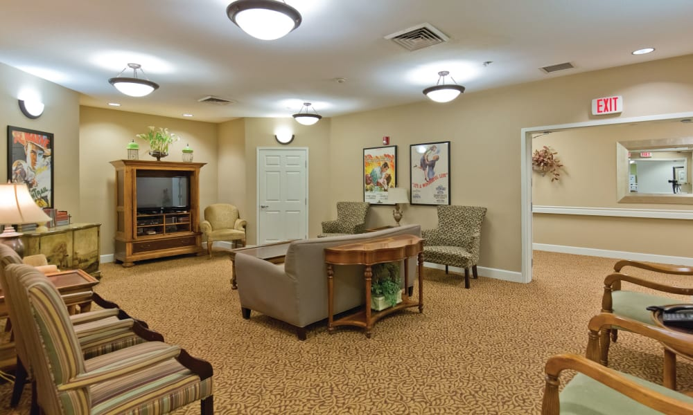 Community TV room at Meadowlark Senior Living in Lebanon, Oregon