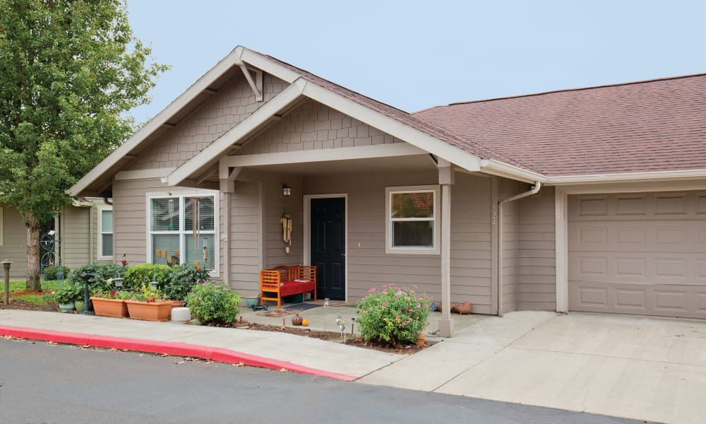 Exterior of a cottage at Heron Pointe Senior Living in Monmouth, Oregon