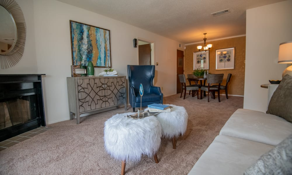A large apartment living room at Sunchase Ridgeland Apartments in Ridgeland, MS
