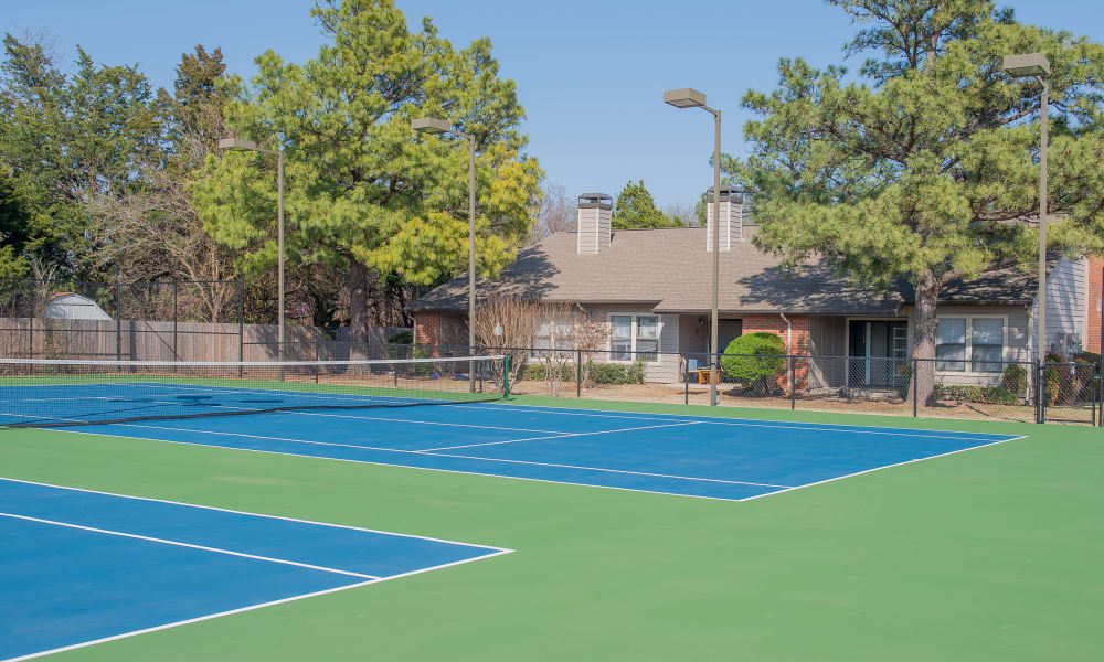 A community tennis court at Woodscape Apartments in Oklahoma City, OK