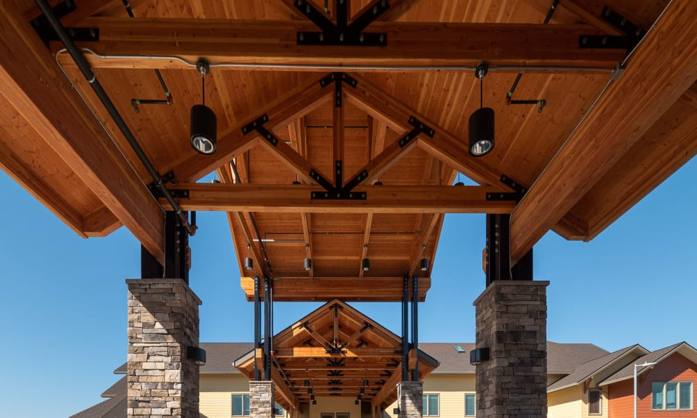 outdoor covered entryway at Pear Valley Senior Living in Central Point, Oregon