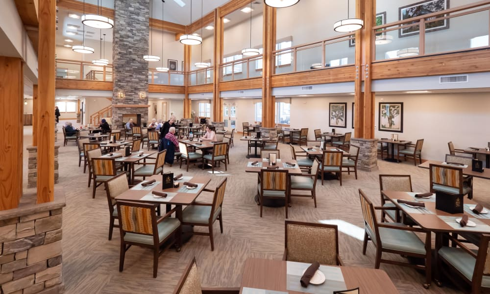 dining room at Pear Valley Senior Living in Central Point, Oregon
