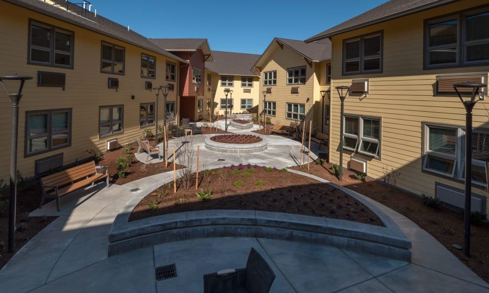 patio and walkway at Pear Valley Senior Living in Central Point, Oregon