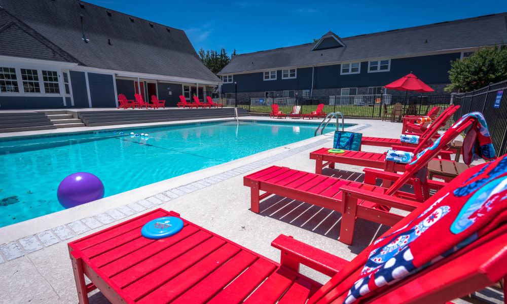 Luxurious poolside lounge at Mallards Landing Apartment Homes in Nashville, Tennessee