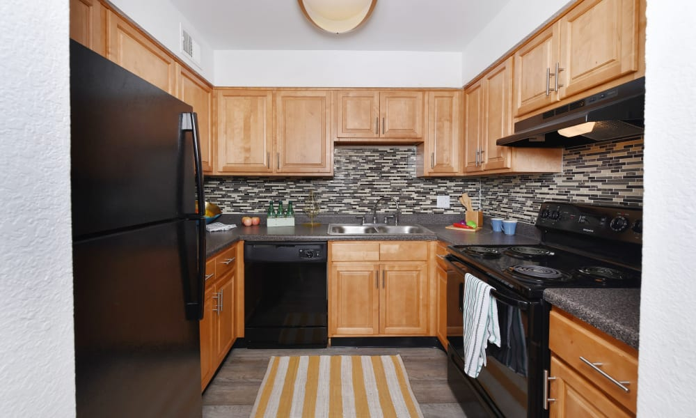 Great kitchen amenities at Mallards Landing Apartment Homes in Nashville, Tennessee