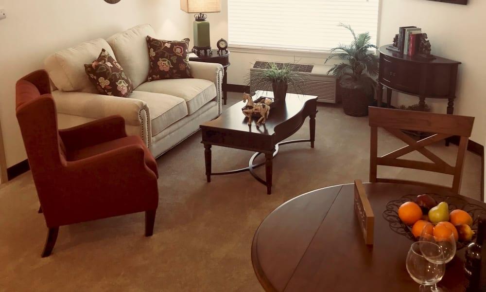 Living and dining room at Maple Ridge Senior Living in Ashland, Oregon