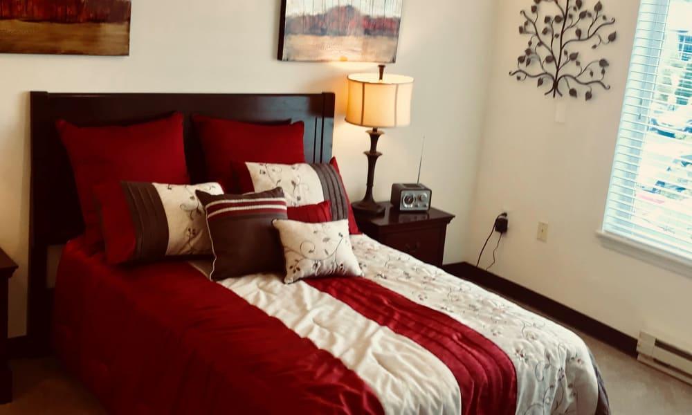 Model bedroom at Maple Ridge Senior Living in Ashland, Oregon