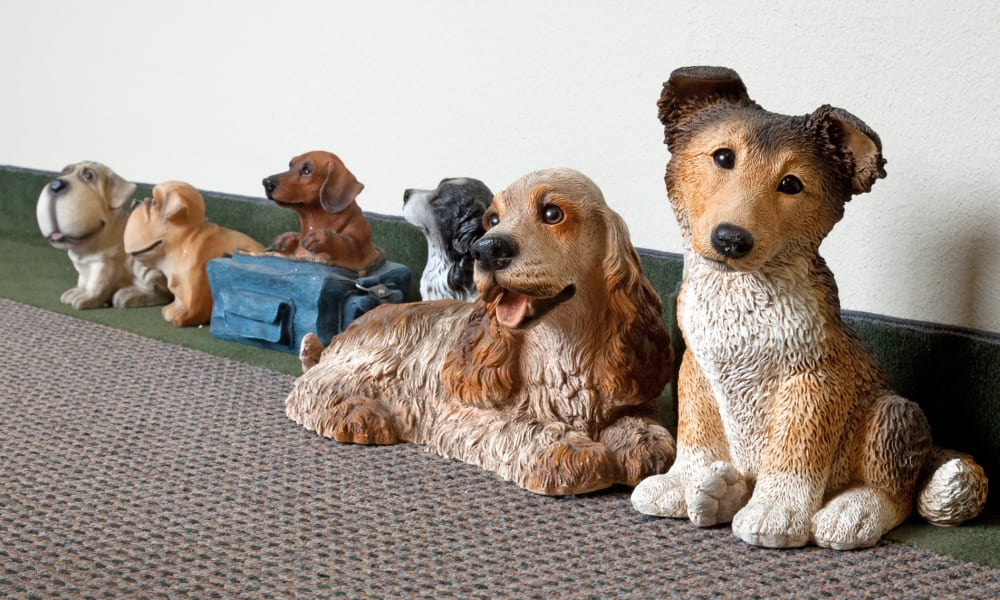 A collection of fake dogs at Carriage Inn Conroe in Conroe, Texas
