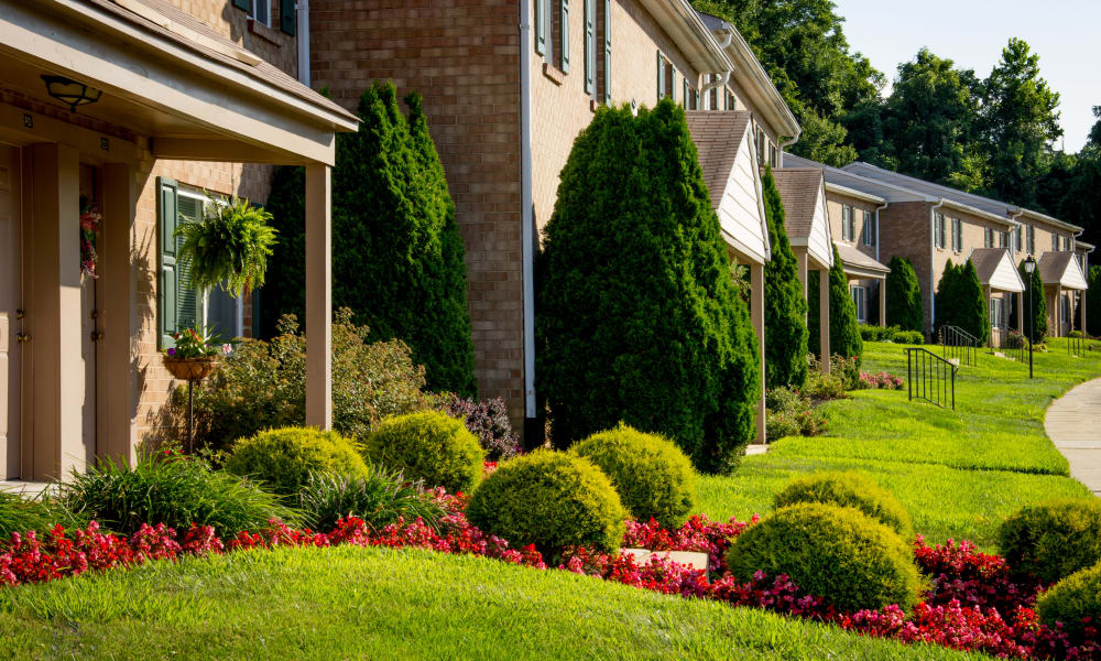 Apartments with manicured lawns at Marchwood Apartment Homes in Exton, Pennsylvania.