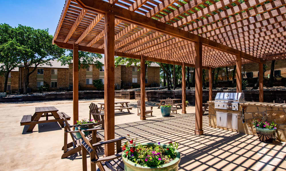 Wooden terrace porch and picnic area at The Summit at Landry Way in Fort Worth, TX