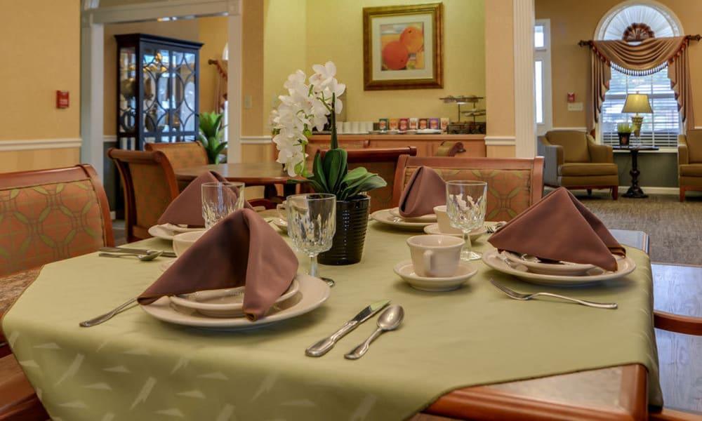 Dining room at Auburn Creek Senior Living