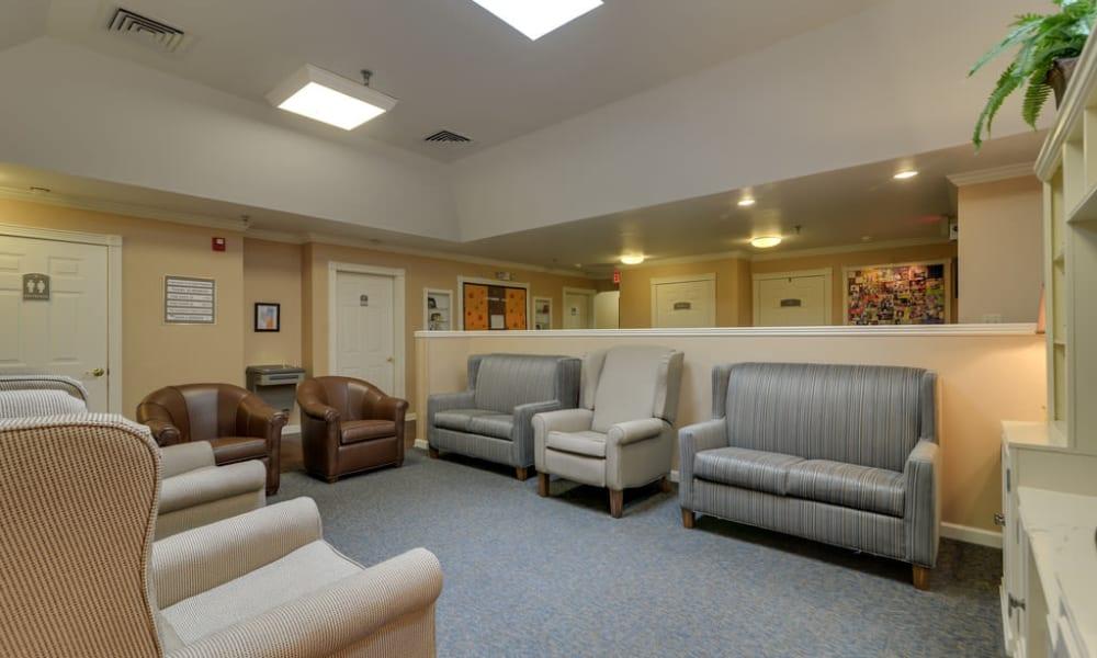 Lounge at Auburn Creek Senior Living