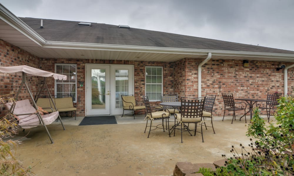 Outdoor patio at Auburn Creek Senior Living