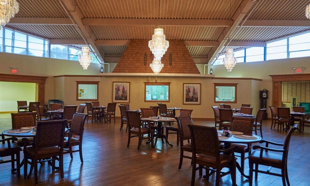 Large dining room at Clearview Lantern Suites in Warren, Ohio