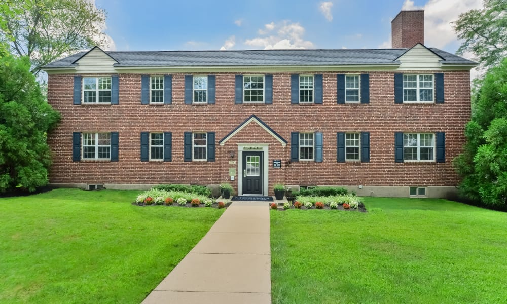 Exterior view of apartments at The Villas at Bryn Mawr Apartment Homes in Bryn Mawr, Pennsylvania