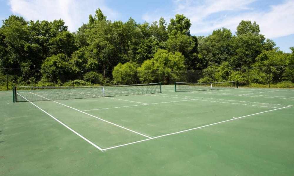resident tennis courts at Abbotts Run Apartments in Alexandria, Virginia.