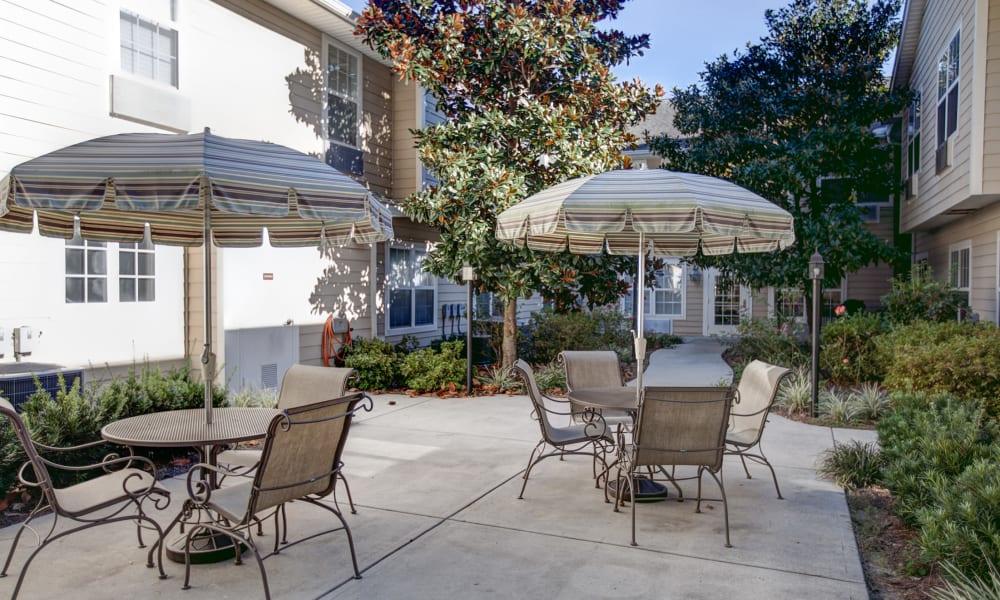 Outdoor seating area at The Island Cove at Hilton Head in Hilton Head, South Carolina