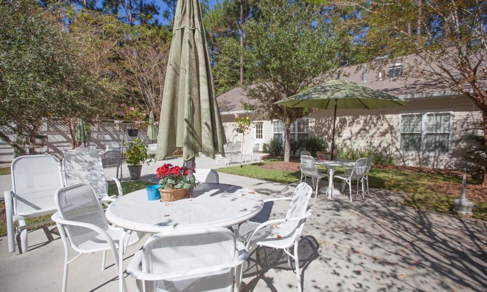 Outdoor seating at Harbor Cove Memory Care in Hilton Head, South Carolina