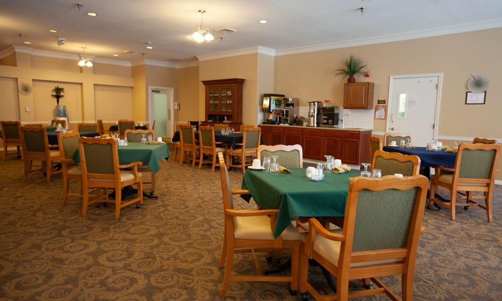 Dining hall at Village Cove Assisted Living in Hilton Head, South Carolina