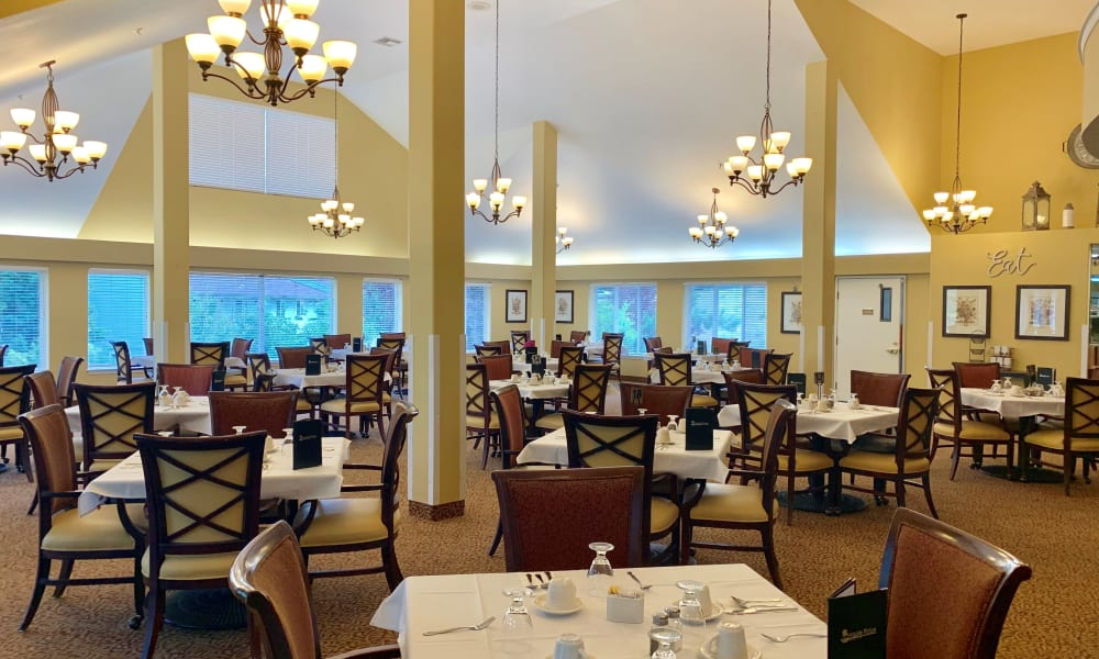Model dining area at Maple Ridge Senior Living