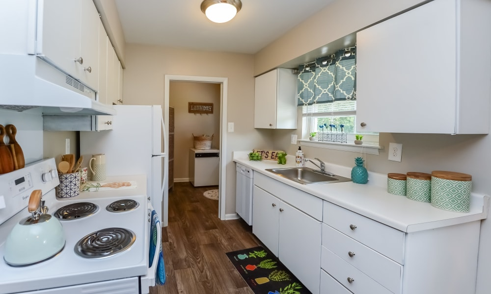 Kitchen at Roberts Mill Apartments & Townhomes in Maple Shade, New Jersey
