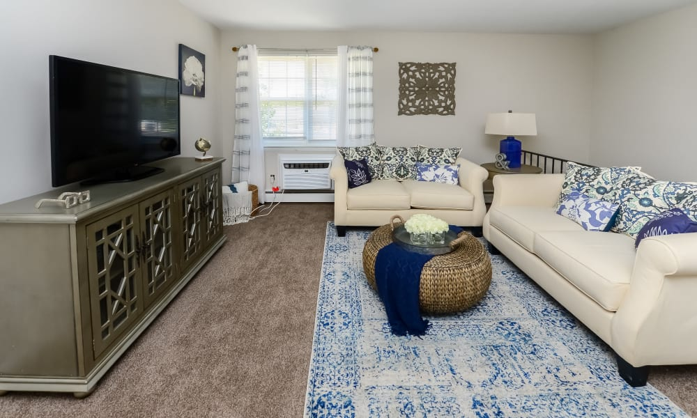Living Room at Roberts Mill Apartments & Townhomes in Maple Shade, New Jersey
