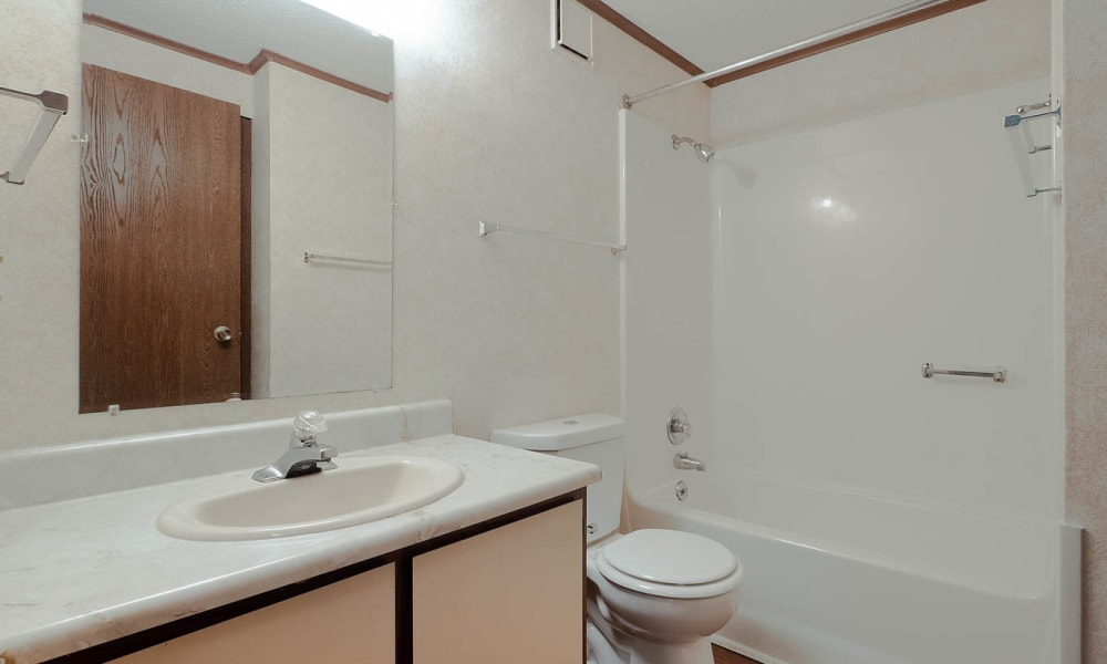 Classic unit bathroom at Lakeshore II in Fort Oglethorpe, Georgia