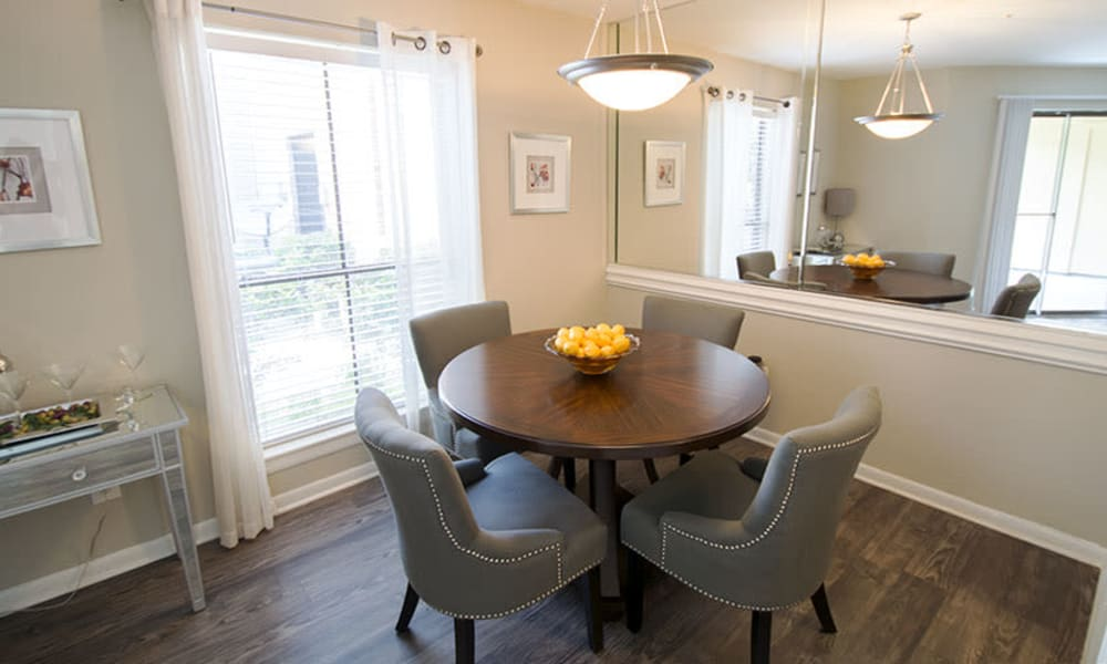 Dining area at Stonecrossing of Westchase in Houston, Texas.