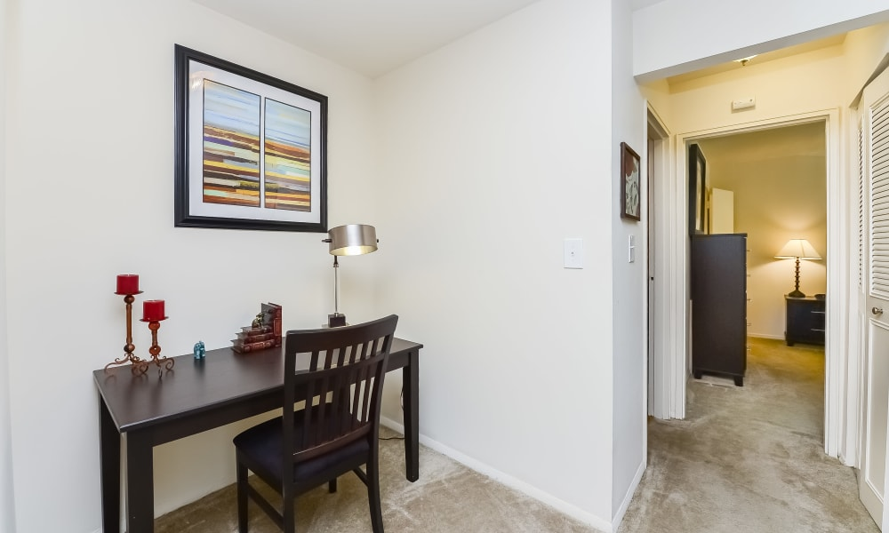 Office Nook at Nieuw Amsterdam Apartment Homes in Marlton, New Jersey