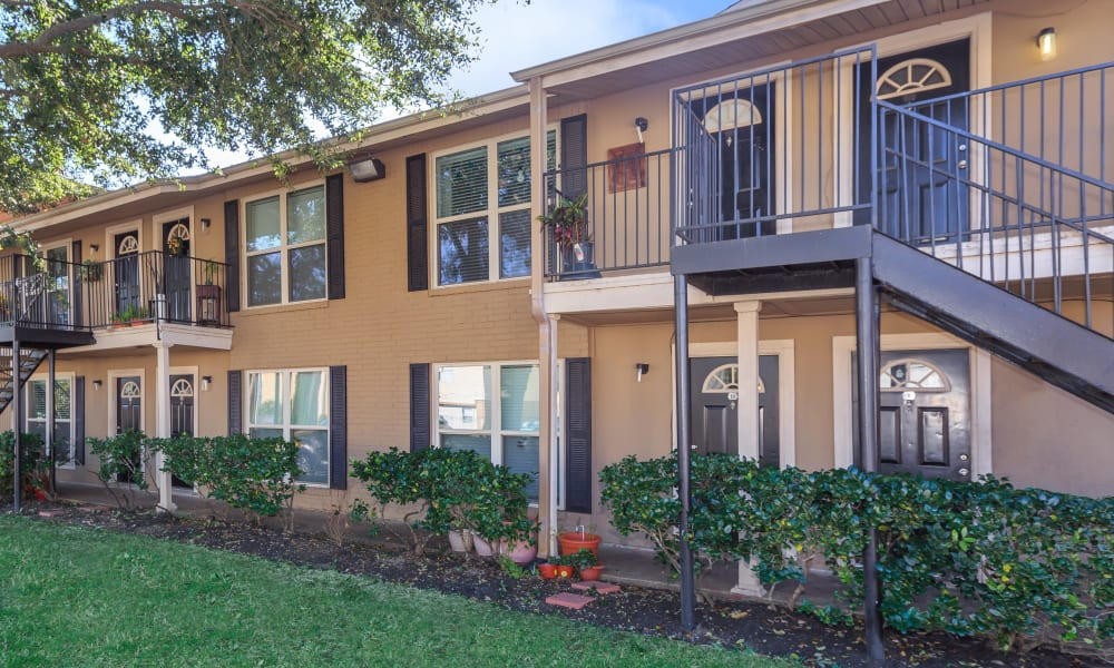The exterior of apartments at The Vibe at Clear Lake in Webster, Texas