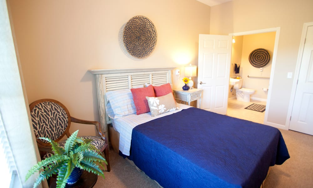 Resident bedroom with private bathroom at Keystone Place at Terra Bella in Land O' Lakes, Florida .