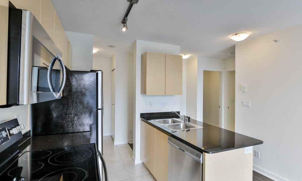 Metropolitan Towers in Vancouver, British Columbia offers a kitchen