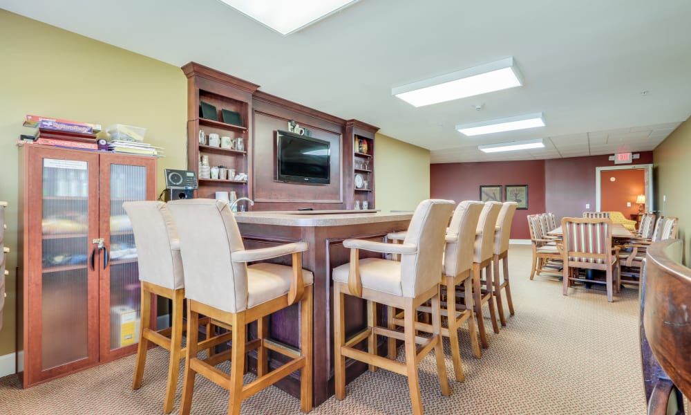 Counter seating with a TV at Keystone Place at Legacy Ridge in Westminster, Colorado.