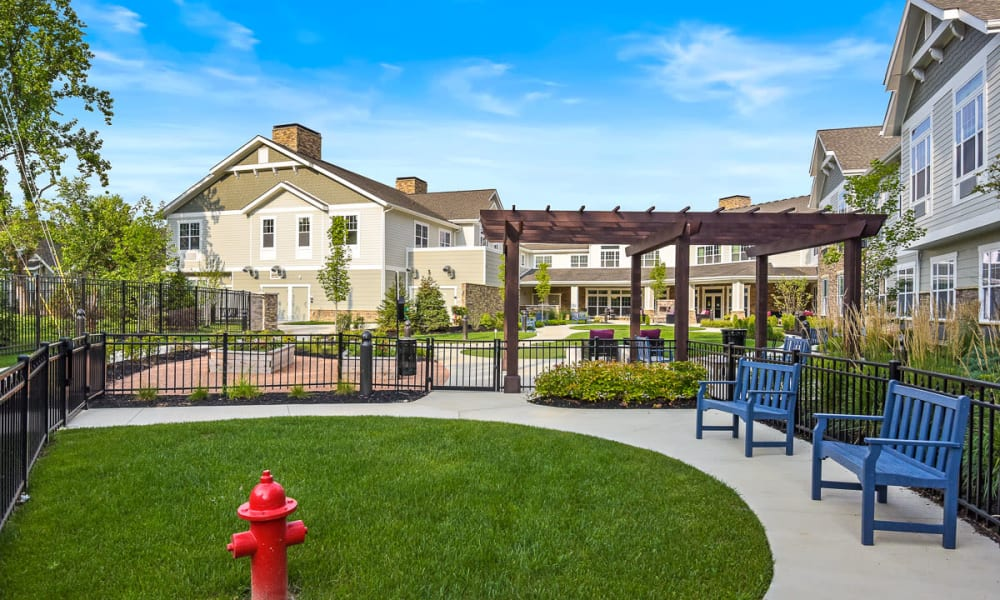 Manicured lawn with seating at Anthology of Meridian Hills in Indianapolis, Indiana.