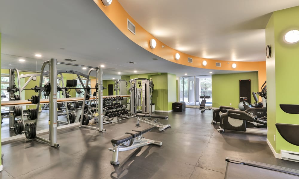 State-of-the-art fitness center at Yaletown 939 in Vancouver, British Columbia