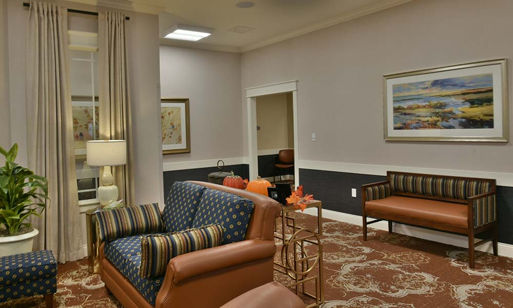 Living Room at NorthRidge Place in Lebanon, Missouri