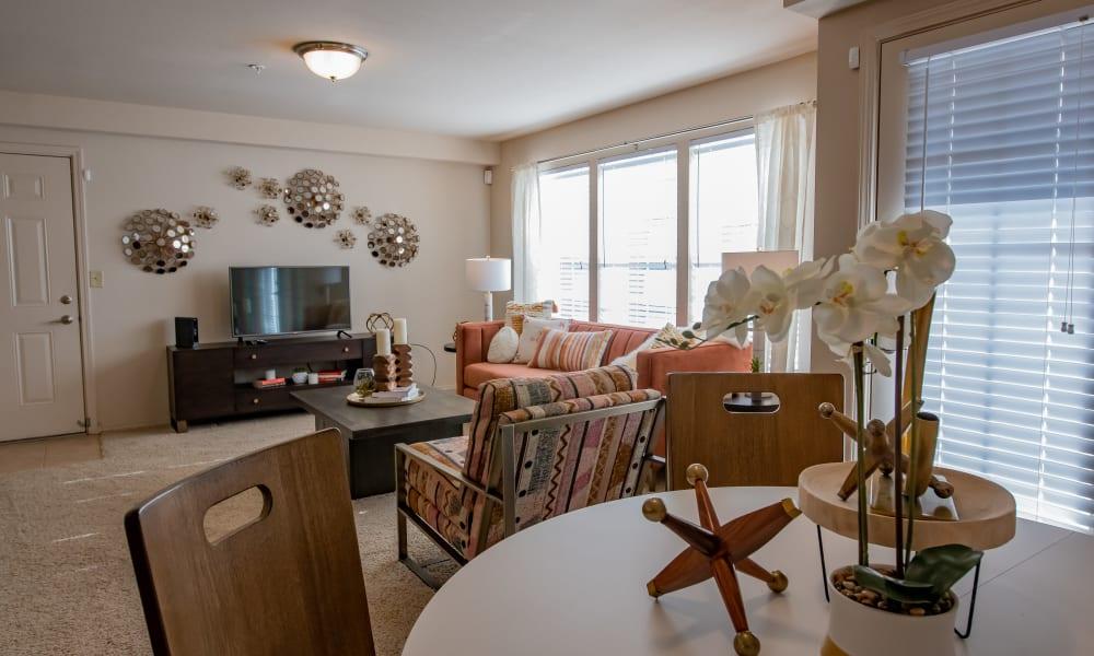 An apartment living room at Nickel Creek Apartments in Tulsa, Oklahoma
