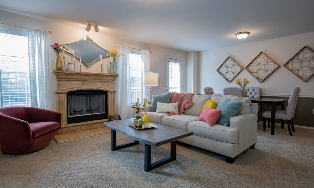 An apartment living room at Nickel Creek Apartments in Tulsa, Oklahoma