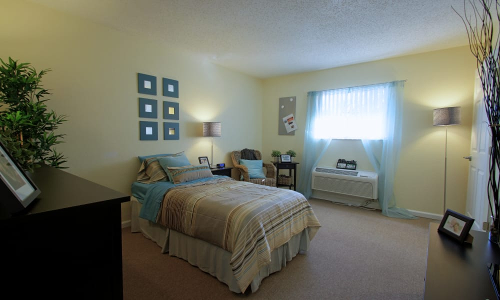 Inside of a bedroom at Bradenton Oaks in Bradenton, Florida