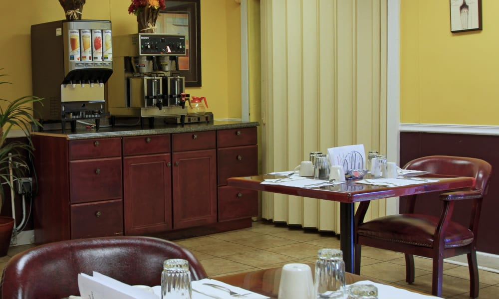 Breakfast dining area at Bradenton Oaks in Bradenton, Florida
