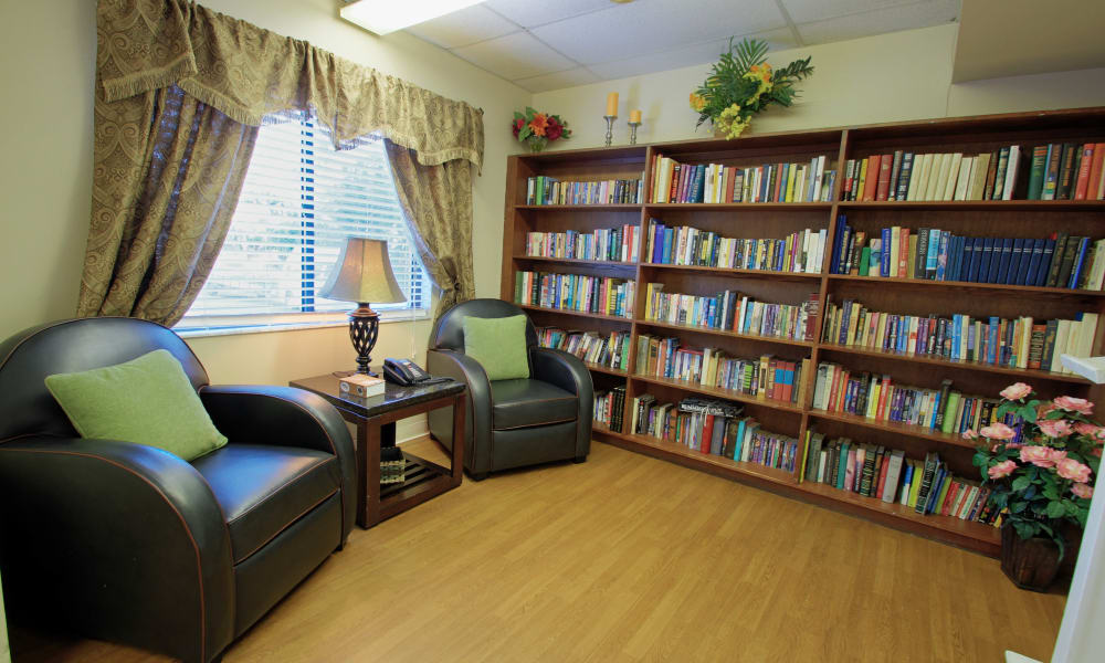 Reading room at Bradenton Oaks in Bradenton, Florida