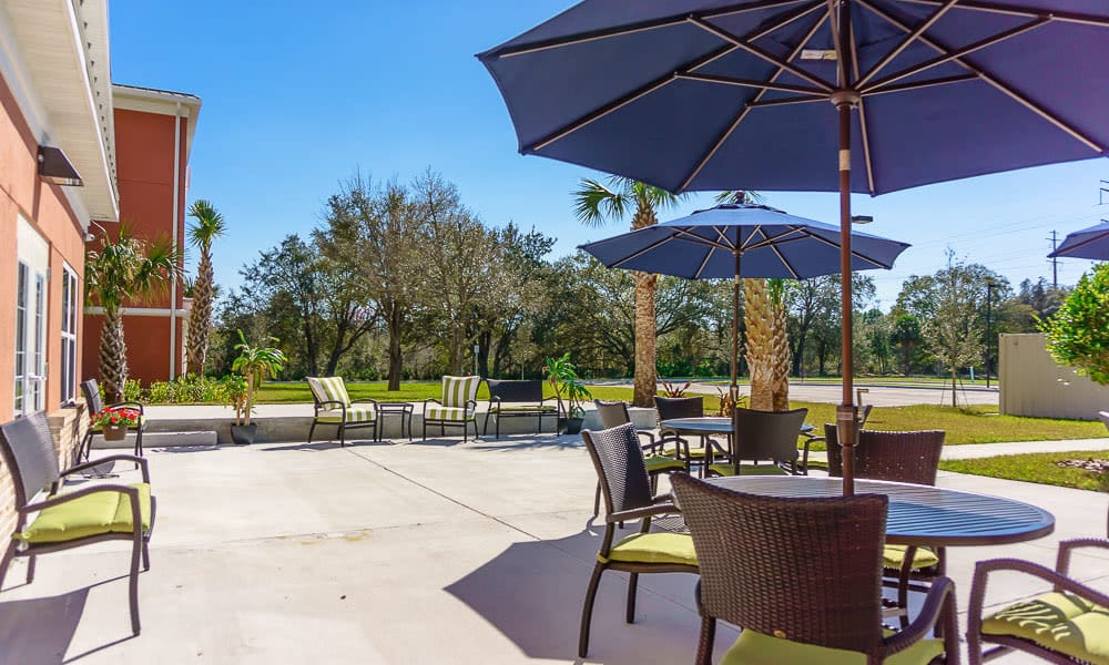 Sunny outdoor seating area at Gentry Park Orlando in Orlando, Florida
