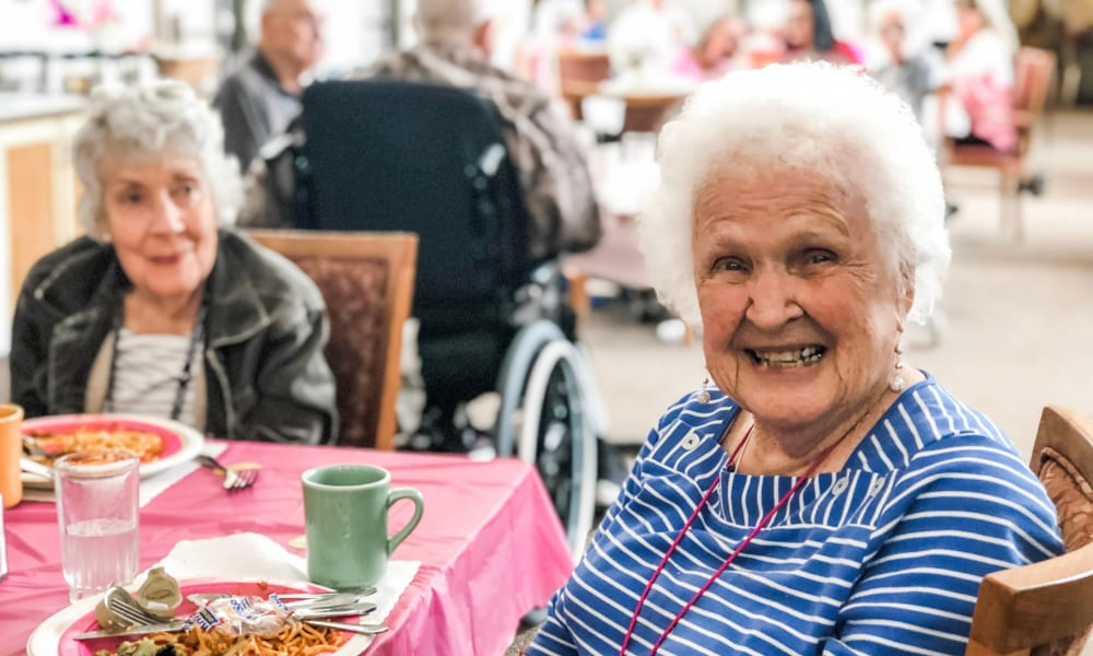 Smiling residents in the dining room at Bayberry Commons in Springfield, Oregon