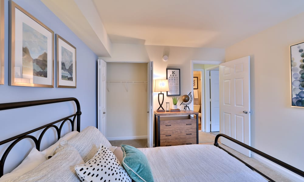 Beautiful Bedroom at Chesapeake Glen Apartment Homes | Apartments in Glen Burnie, MD