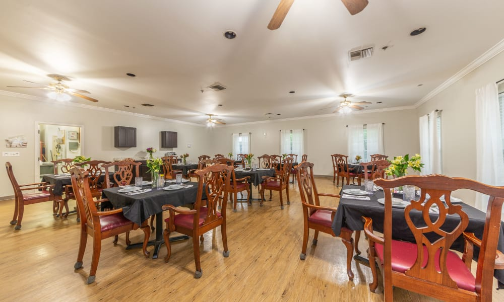 Dining hall at Rosewood Assisted Living in Lafayette, Louisiana