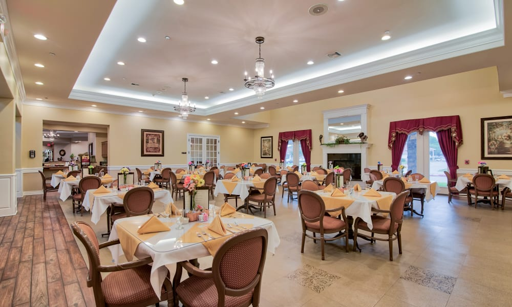 Dining room at Pelican Bay in Beaumont, Texas