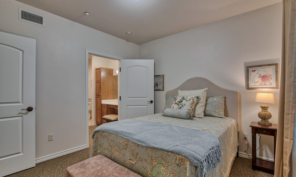 A spacious bedroom at Pelican Bay in Beaumont, Texas