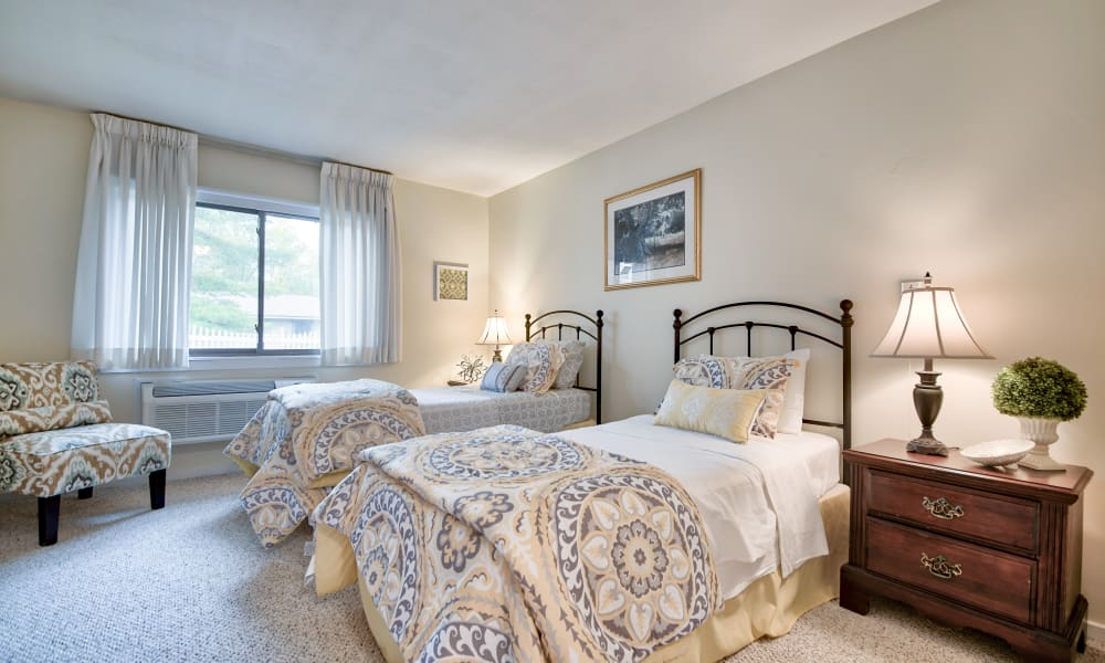 Two beds in a spacious bedroom at The Country House in Westchester in Yorktown Heights, New York