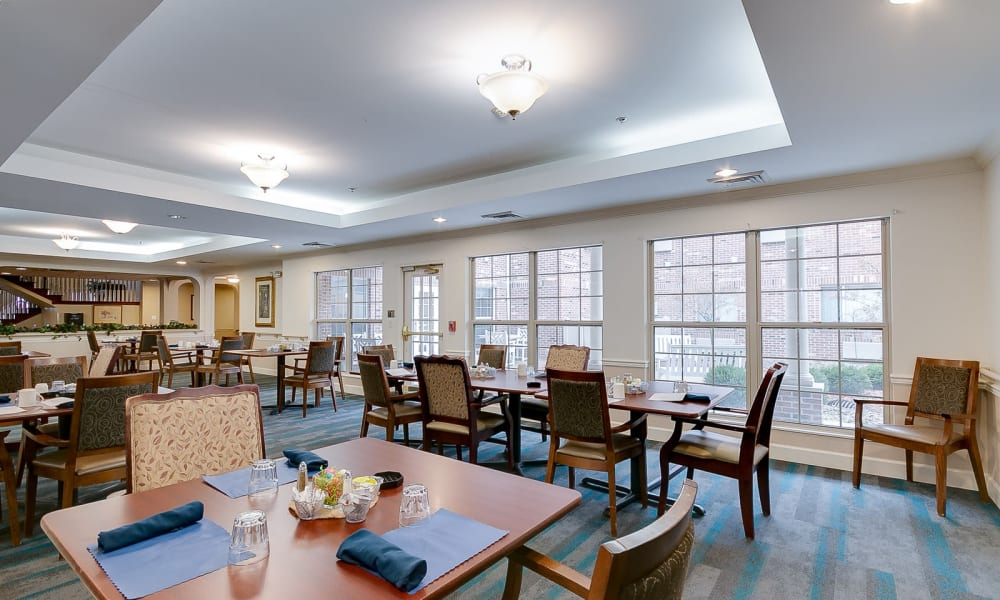 Independent living with dining tables at Brentwood at Hobart in Hobart, Indiana