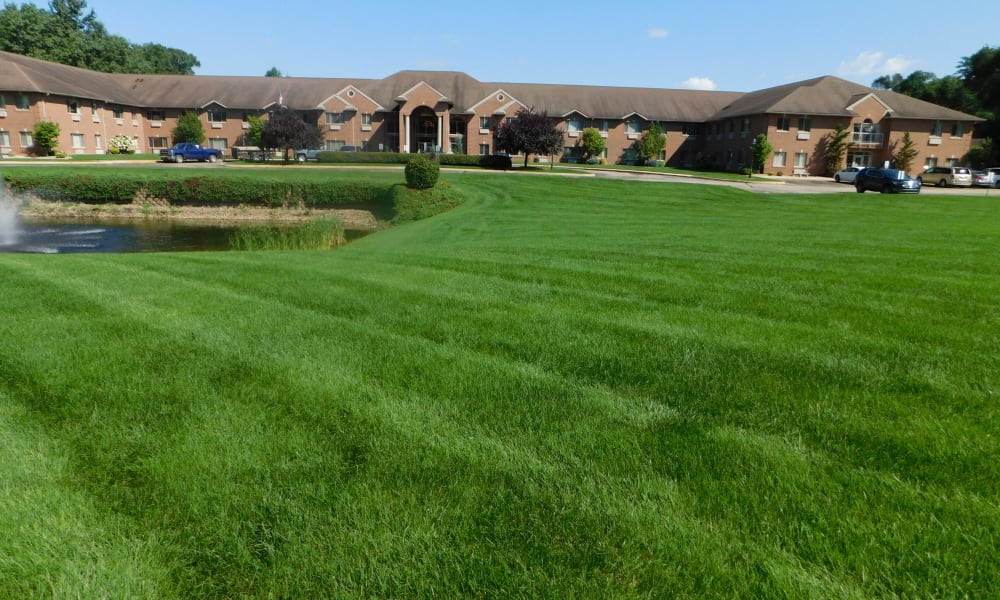 Landscaped lawn at Brentwood at Elkhart in Elkhart, Indiana